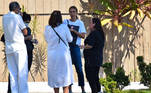 Monica Martelli também foi ao velório e conversou com a irmã do ator na porta do local