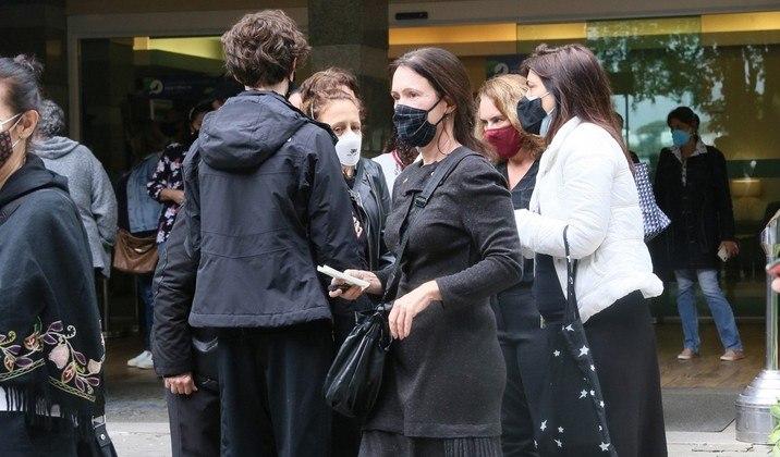 O adeus a Paulo José contou apenas com um grupo reduzido de pessoas devido aos protocolos de segurança contra a covid-19