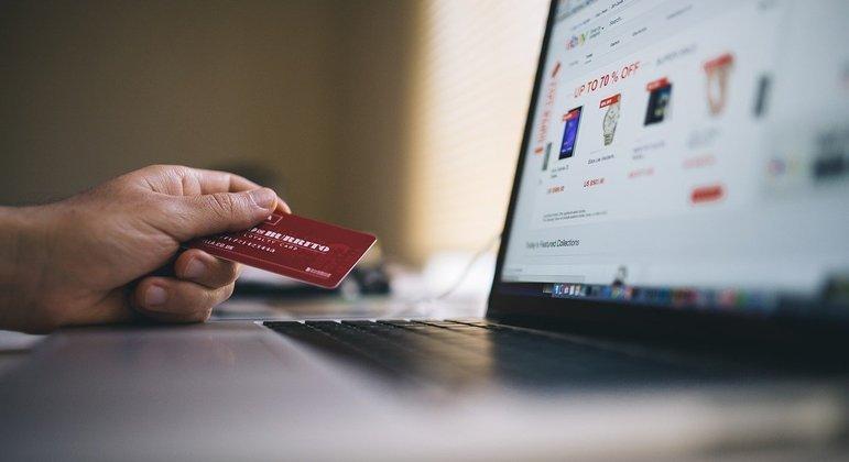 no Dia Livre de Impostos, lojas vão vender online produtos sem taxa de tributação