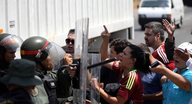 Governador de RR diz que Exército Venezuelano chegou à fronteira às 15h30