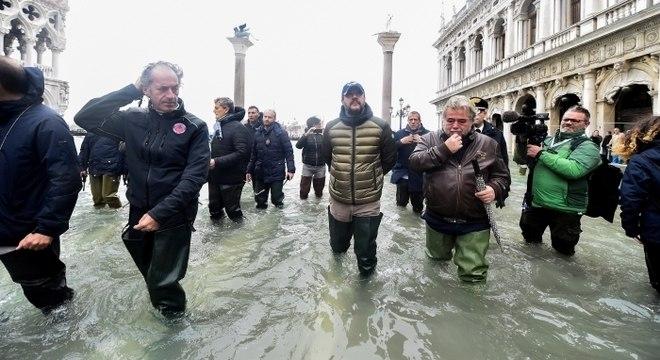 Veneza segue sofrendo com cheia histórica