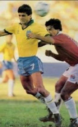 Venezuela 0 x 4 Brasil - Eliminatórias da Copa do Mundo de 1990 - Jogando novamente em Caracas, o Brasil fez mais um placar elástico, com gols de Bebeto (2), Branco e Romário.
