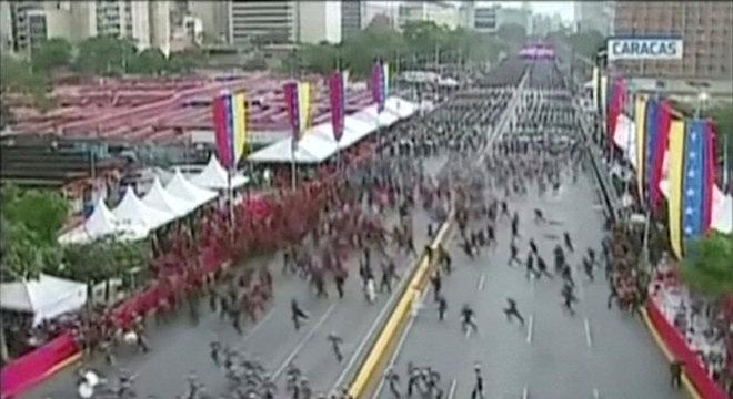 Soldados saíram em fuga durante evento transmitido ao vivo