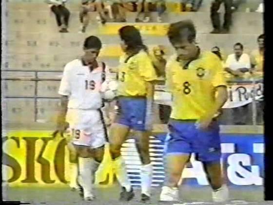 Venezuela 1 x 5 Brasil - Eliminatórias da Copa do Mundo de 1994 - Atuando em San Cristóbal, a Seleção goleou mais uma vez, com gols de Raí (2), Branco, Bebeto e Palhinha. Juan García descontou para os venezuelanos.