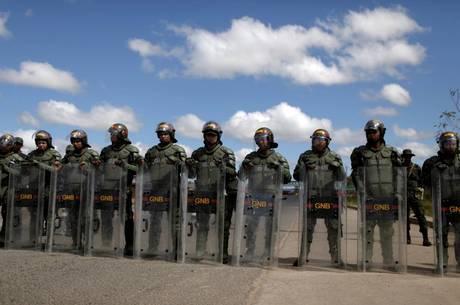 Fronteira foi fechada por militares venezuelanos
