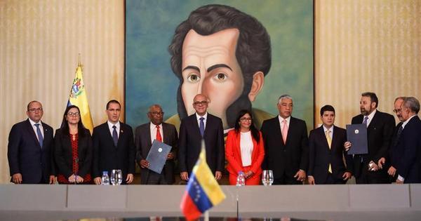 Chavismo faz acordo com parte da oposição e volta ao Parlamento