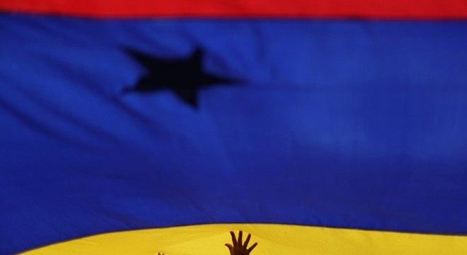 País vem sendo alvo de uma série de protestos contra governo Maduro