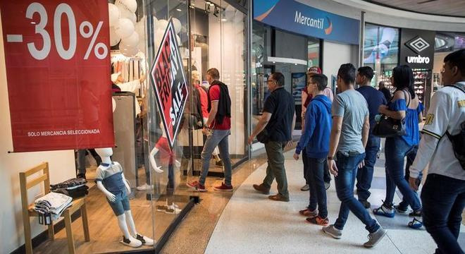 Shopping em Caracas: black friday criou 'realidade paralela' na Venezuela em crise