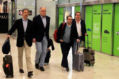 Parlamentares retornaram à Espanha nesta segunda (18)