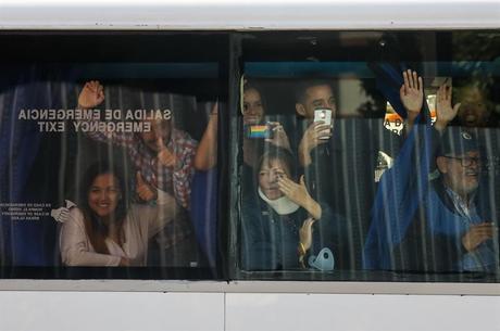 Deputados venezuelanos vão à fronteira com a Colômbia