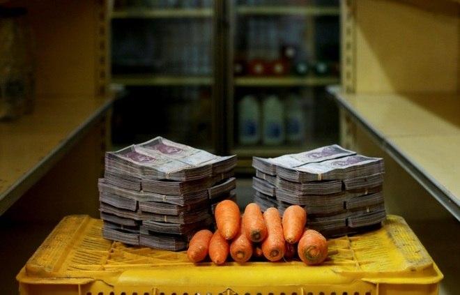 Para a compra de 1 kg de cebola são necessários 3,000,000 bolívares, ou 0,46 dólares (R$ 1,79)