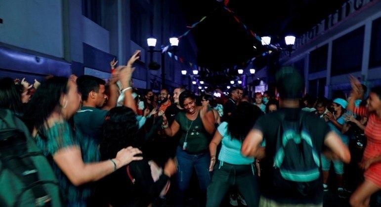 Festa na região central de Caracas, capital da Venezuela