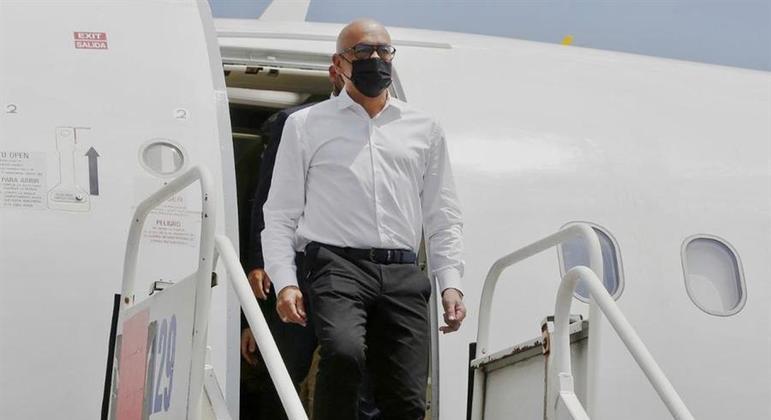 Chefe da delegação do governo venezuelano, Jorge Rodriguez chega ao México