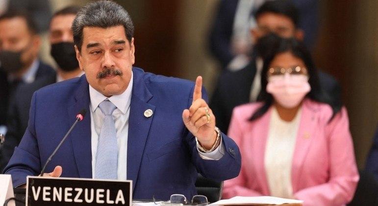 Nicolás Maduro tenta restabelecer ligações com colombianos
