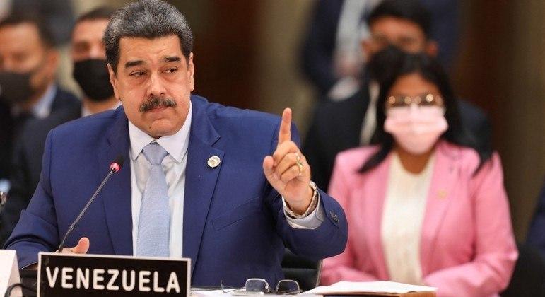 Nicolás Maduro acusa Colômbia de infiltrar grupos terroristas no país