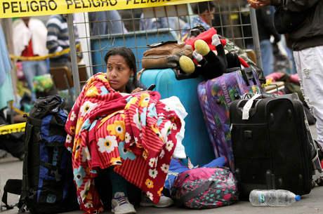 Venezuelanos deixam o Brasil após tumulto