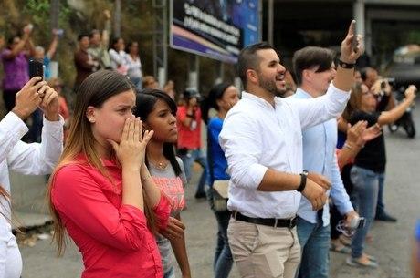 Parentes de opositores presos protestam em Caracas