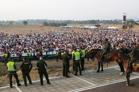 Público está chegando para o Venezuela Aid Live