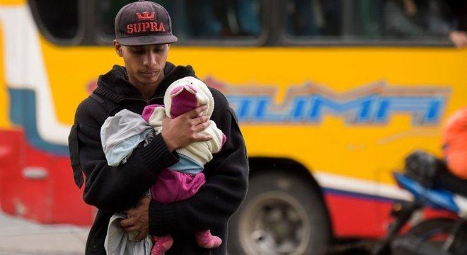 Mais de um milhão de venezuelanos cruzaram a fronteira e agora residem na Colômbia