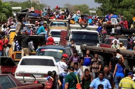 Fronteira na Colômbia tem milhares de venezuelanos