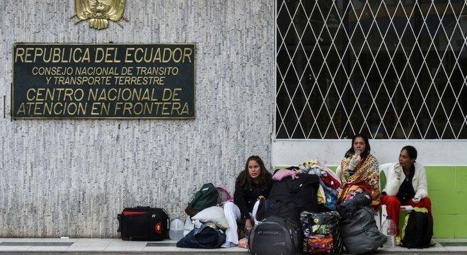 Equador passou a exigir passaporte válido a venezuelanos que queiram entrar no país