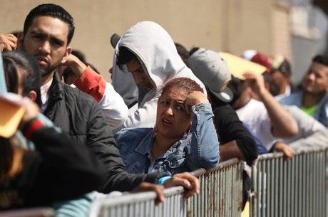 Peru também passou a exigir passaportes