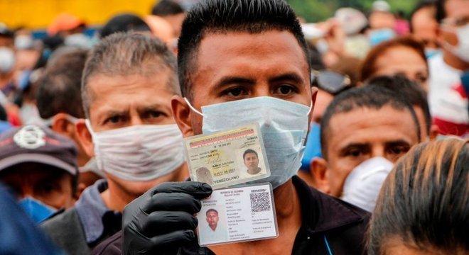 Deterioração social e econômica na Venezuela nos últimos anos pode representar desafio para país, dizem analistas