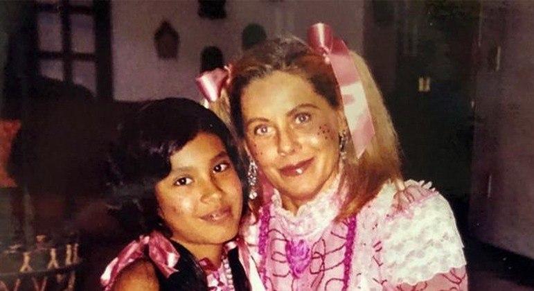 Atriz de 69 anos contou detalhes do período em que conviveu com a família de Pocah
