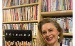 Vera acumula centenas de DVDs em casa. A famosa tem o hábito de gravar todas as cenas de trabalhos da televisão e do cinema. Só da participação em Laços de Família, por exemplo, ela tem mais de 30 DVDs guardados como lembrançasVeja mais:Vera Fischer corta o cabelo em casa e entrega: 'Ficou torto'