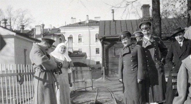 Vera Gedroits é retratada aqui (à direita) em 1915, no auge de sua carreira