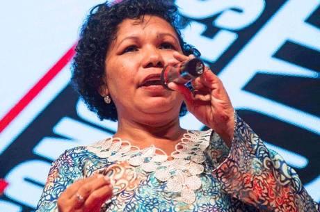 Vera Lúcia defende estatização de escolas privadas