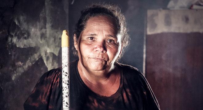 Vera Lúcia dos Santos vive no sertão nordestino à base de ajuda assistencial