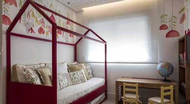 Vermelho também é uma boa opção para usar como cama casinha no quarto de menina