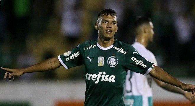 Veron. Dois gols e uma assistência na estreia. Entusiasmo no Palmeiras