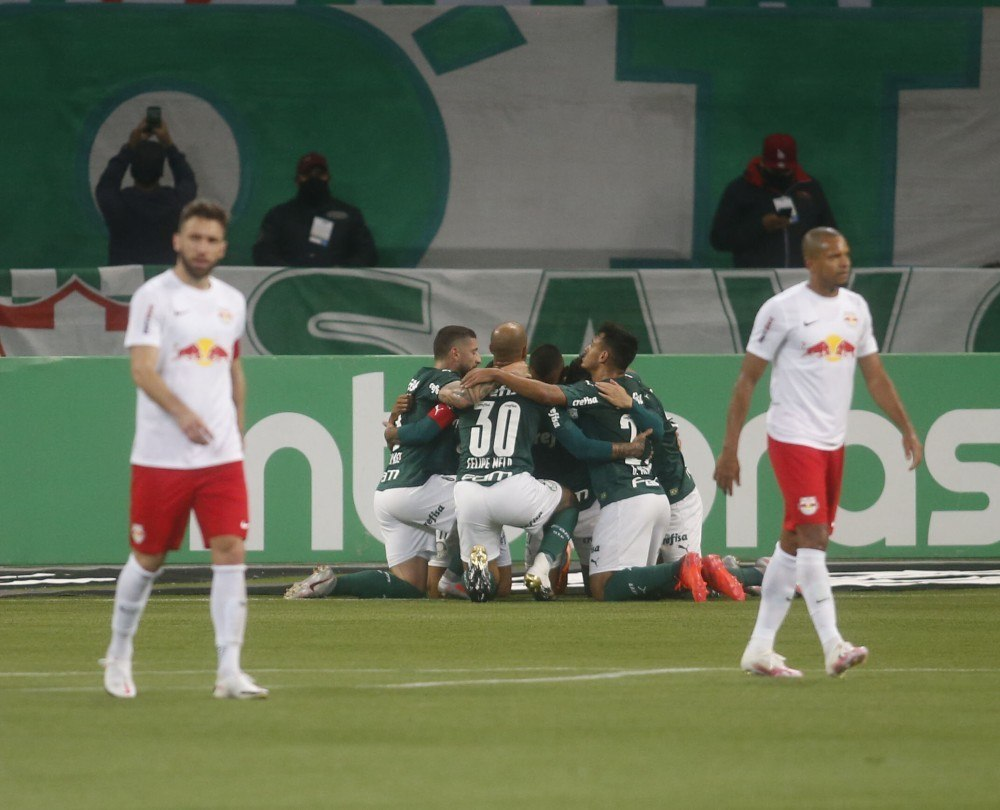 O Palmeiras de Abel Ferreira, acabou com a disputa, aos 18 minutos. Com o gol de Veron