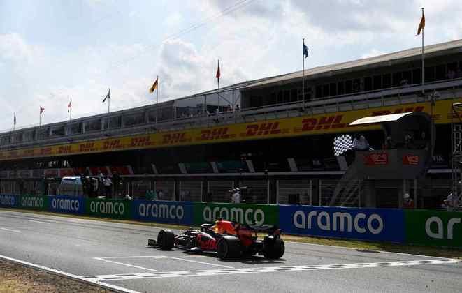 Verstappen chegou a reclamar dos pneus no início da prova em Barcelona, mas não ameaçou Hamilton e nem foi ameaçado por Bottas