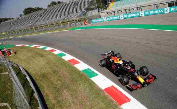 Verstappen em ação nesta sexta-feira no circuito italiano