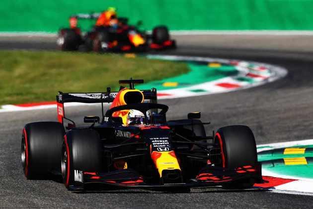 Verstappen em ação no veloz circuito de Monza
