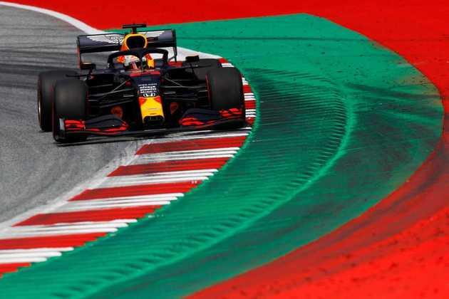 Verstappen ficou atrás apenas da dupla da Mercedes, sendo 0s538 mais lento que o pole-position