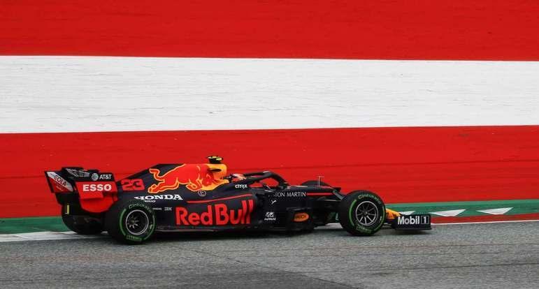 Verstappen foi o melhor do dia na Red Bull