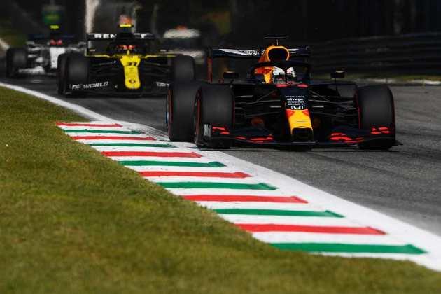Verstappen largou mal e teve problemas no motor da Red Bull durante a prova