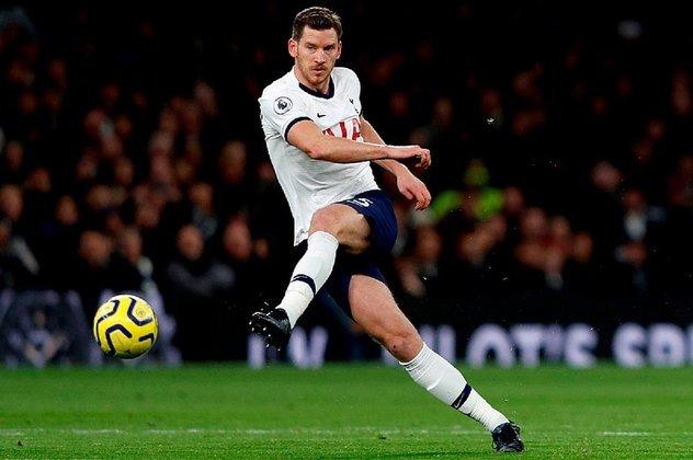Vertonghen, zagueiro belga do Tottenham, renovou com os Spurs até o fim desta temporada, mas sua permanência é incerta. Disputou as Copas de 2014 e 2018, De acordo como Transfermarkt, ele vale 14, 5 milhões de euros (cerca de 87 milhões de reais).