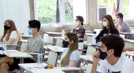 Estudantes se preparam para o vestibular