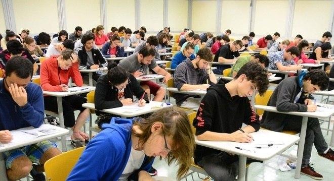 Mais da metade das universidades federais e estaduais utiliza somente o Enem