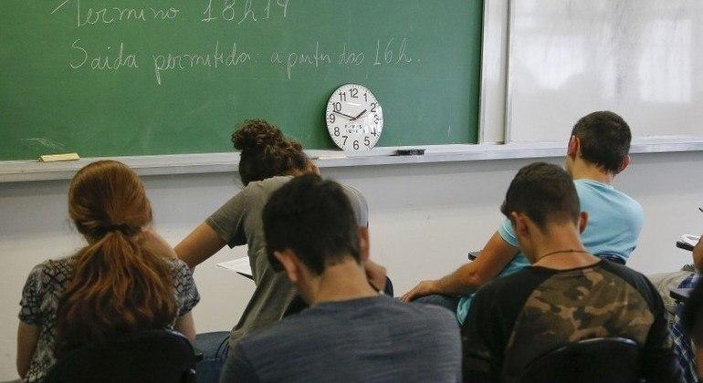 Professor orienta candidatos como organizar o estudo para o vestibular da Fuvest 2022