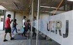 A Uerj (Universidade do Estado do Rio de Janeiro) decidiu adiar o Exame Único do Vestibular Estadual 2021, do dia 2 de maio para 18 de julho. De acordo com comunicado da universidade, a medida foi tomada em função do agravamento da pandemia de covid-19