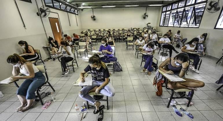 Estudantes deverão usar máscara durante a prova e manter a distância de 1,5 m