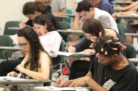 Candidatos realizam a prova da Unicamp