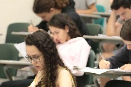 Estudantes fazem provas de vestibular