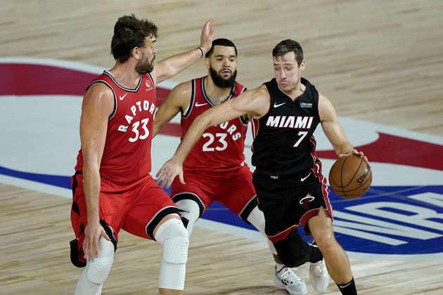 Veterano titular terá contrato renovado pelo Heat – Goran Dragic ganhou a titularidade do Miami Heat nos playoffs e parece bem encaminhado para ficar na equipe por mais uma temporada. Segundo Barry Jackson, do jornal Miami Herald, o time pretende oferecer extensão até 2021 para o armador esloveno.